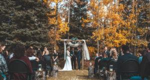 Cum sa fii cel mai stilat invitat la o nunta organizata toamna