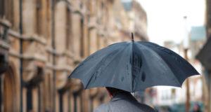 3 modele de umbrele barbatesti care iti vor completa look-ul